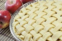Tarte aux pommes, non cuite Photographie stock
