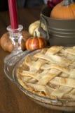 tarte aux pommes sur la table de thanksgiving Photos stock