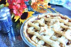 Tarte aux pommes sur une table pour le thanksgiving Image stock