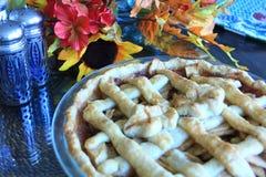 Tarte aux pommes sur une table pour le thanksgiving Images libres de droits