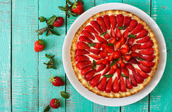Tarte avec des fraises Photographie stock libre de droits