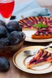 Tarte avec des prunes Photographie stock libre de droits