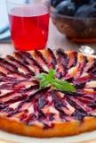 Tarte avec des prunes Photographie stock