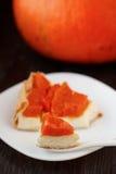Tarte avec le fromage de potiron et fondu. Photo stock
