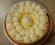 Tarte crème de citron avec la crème fouettée Images libres de droits