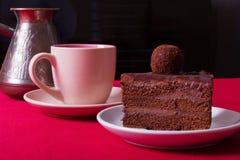 Tarte crème, gâteau et tasse savoureux de café fort Photos stock