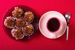 Tarte crème, gâteau et tasse savoureux de café fort Image libre de droits