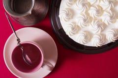 Tarte crème, gâteau et tasse savoureux de café fort Photos libres de droits