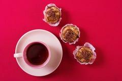 Tarte crème, gâteau et tasse savoureux de café fort Photographie stock
