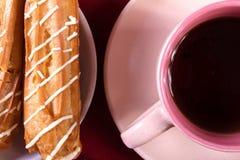 Tarte crème, gâteau et tasse savoureux de café fort Photo libre de droits