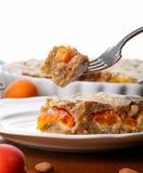 Tarte Crustless de frangipane d'abricot avec des amandes et le lemo aromatique Photos libres de droits