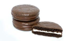Tarte de chocolat sur le fond blanc photographie stock