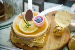 Tarte de citron de boulangerie d'exposition d'étagère à vendre Photographie stock libre de droits