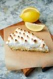 Tarte de citron Fond texturis? gris Beaux plats de portion Dessert Cha?ne alimentaire photographie stock libre de droits
