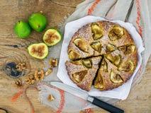 Tarte de figue avec des noix Photo stock
