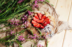 Tarte de fraise, tarte sablée de fraise, confiture de fraise Images libres de droits
