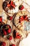 Tarte de fraise, tarte sablée de fraise, confiture de fraise portion h Photos libres de droits