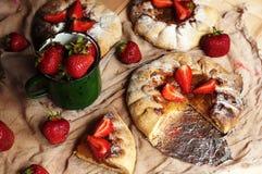 Tarte de fraise, tarte sablée de fraise, confiture de fraise portion h Photographie stock libre de droits
