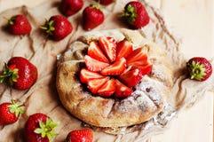 Tarte de fraise, tarte sablée de fraise, confiture de fraise portion h Images stock