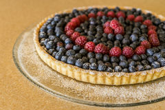 Tarte de fruit de framboise de myrtille Photographie stock libre de droits