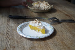 Tarte de meringue de citron Photographie stock libre de droits