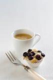Tarte de myrtille avec du café Photographie stock libre de droits