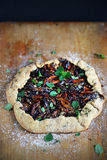 Tarte de prune et de marjolaine ou galette, dessert cuit au four frais de tarte Photographie stock