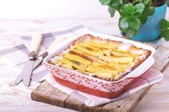 Tarte de rhubarbe traditionnel Nourriture cuite au four par gâteau doux de rhubarbe photographie stock