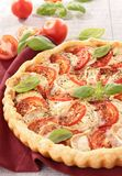 Tarte de tomate, de fromage et de basilic Images stock