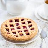 Tarte de trellis d'Apple, de fraise et de Blackberry photo libre de droits