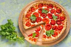 Tarte fait maison délicieux avec le poivron doux et le fromage Photo libre de droits