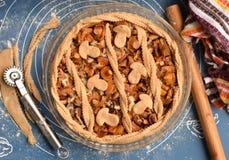 Tarte fait maison de champignon avant la cuisson Photo libre de droits