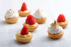 Tarte française croustillante miniature de fruit Photo stock