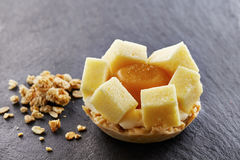 Tarte individuelle de fruits exotiques Image libre de droits