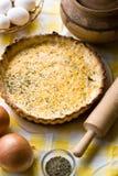 Tarte rustique traditionnel aux oignons et au fromage Image stock