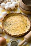Tarte rustique traditionnel aux oignons et au fromage photo stock