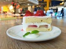 Tarte sablée de fraise sur la table photos stock