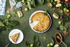 Tarte Tatin с яблоками стоковые изображения