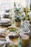 Tarte végétarien sur la table rustique de portion Image stock