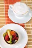 Tarte y café 2 de la fruta Imágenes de archivo libres de regalías