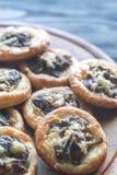 Tartelettes με τα μανιτάρια και το τυρί shiitake Στοκ φωτογραφία με δικαίωμα ελεύθερης χρήσης