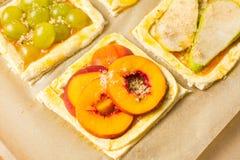 Tartes doux de fruit avant la cuisson Image libre de droits
