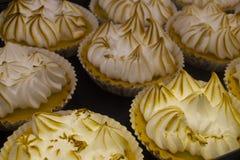 Tartes frais de citron sur le marché d'île de Vancouvers Grandville Photo stock