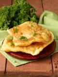 Tartes frits par nourriture asiatique avec de la viande (cheburek) photos libres de droits