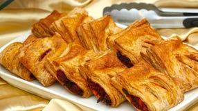 Tartes profonds délicieux de Fried Patties avec remplir sur un plateau blanc, - 21 juillet 2017 Images stock