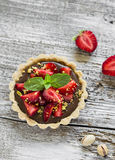 Tartlet with chocolate cream, strawberries and pistachios Stock Images