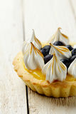 Tartlet with lemon curd, blueberries and meringue Royalty Free Stock Photos