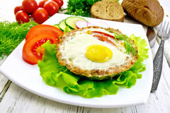 Tartlet meat with egg on light board Royalty Free Stock Photos