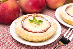 Tartlet mit dem Apfel, horizontal Lizenzfreies Stockfoto