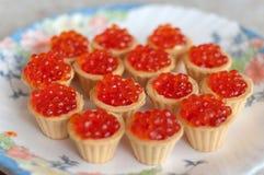Tartlet mit rotem Kaviar Stockfotografie